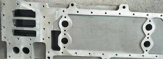 压铸机主要可以分为热室压铸机与冷室压铸机
